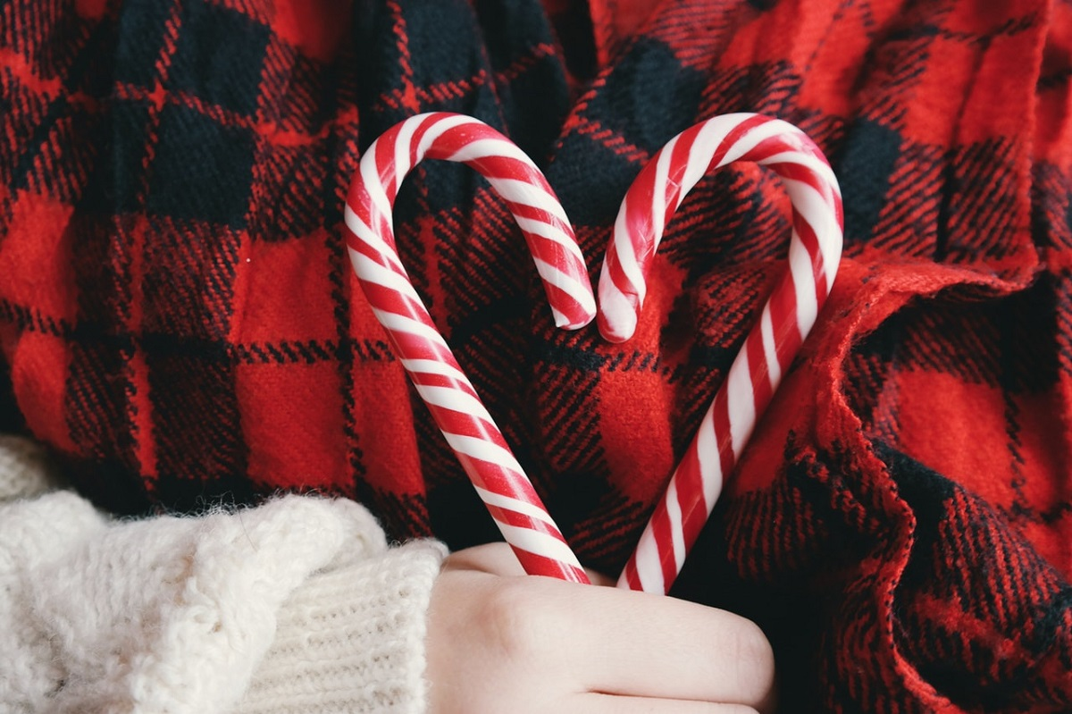 Creating Christmas Memories by Treasures, Treats and Gifts